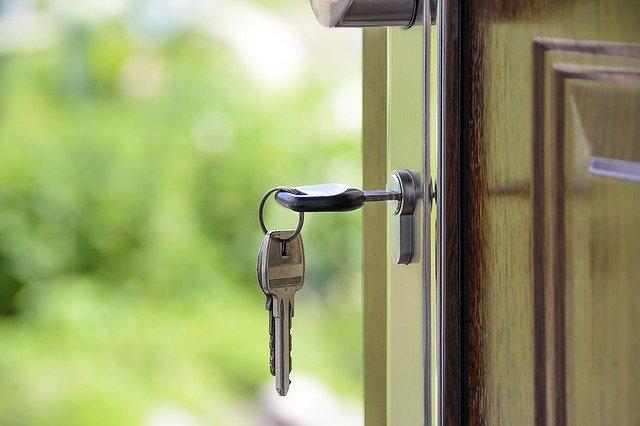 Dveře, klíče