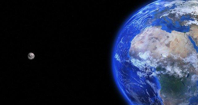 Země a její satelit